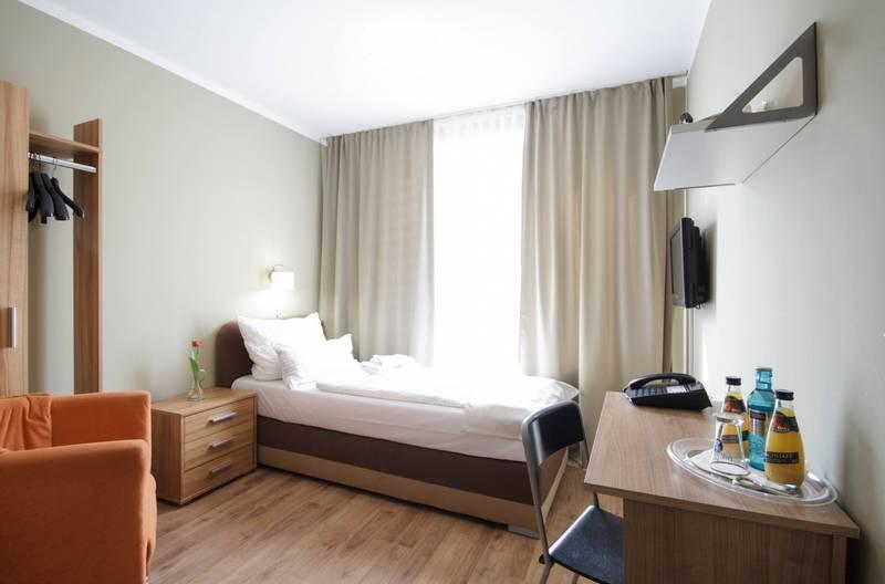 hotel pankow in berlin bei. Black Bedroom Furniture Sets. Home Design Ideas