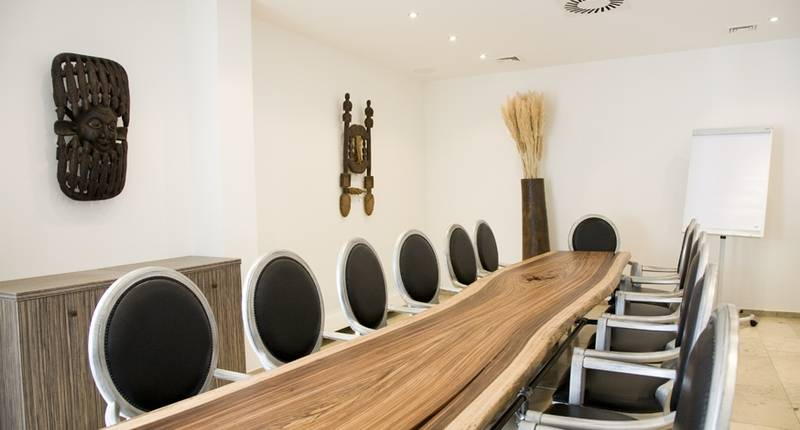 burns art culture in d sseldorf bei. Black Bedroom Furniture Sets. Home Design Ideas
