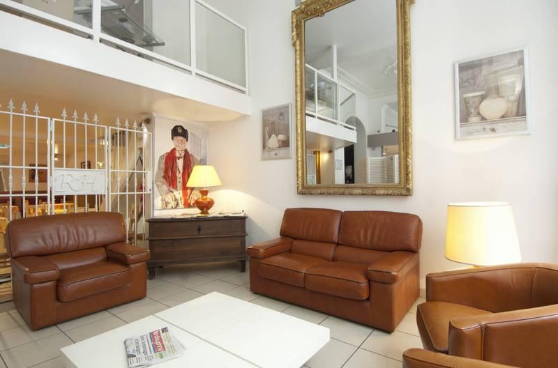 royal hotel grenoble centre in grenoble bei. Black Bedroom Furniture Sets. Home Design Ideas