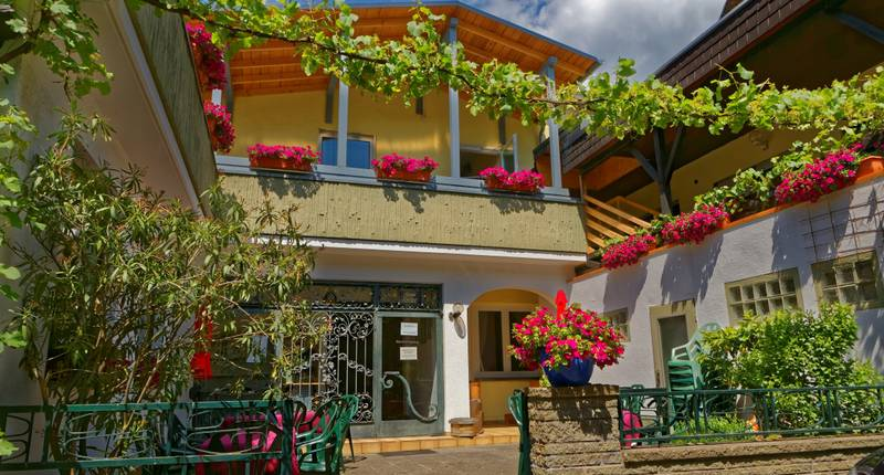 Moselstern Hotel Zum Guten Onkel In Bruttig Bei Hotelspecials De